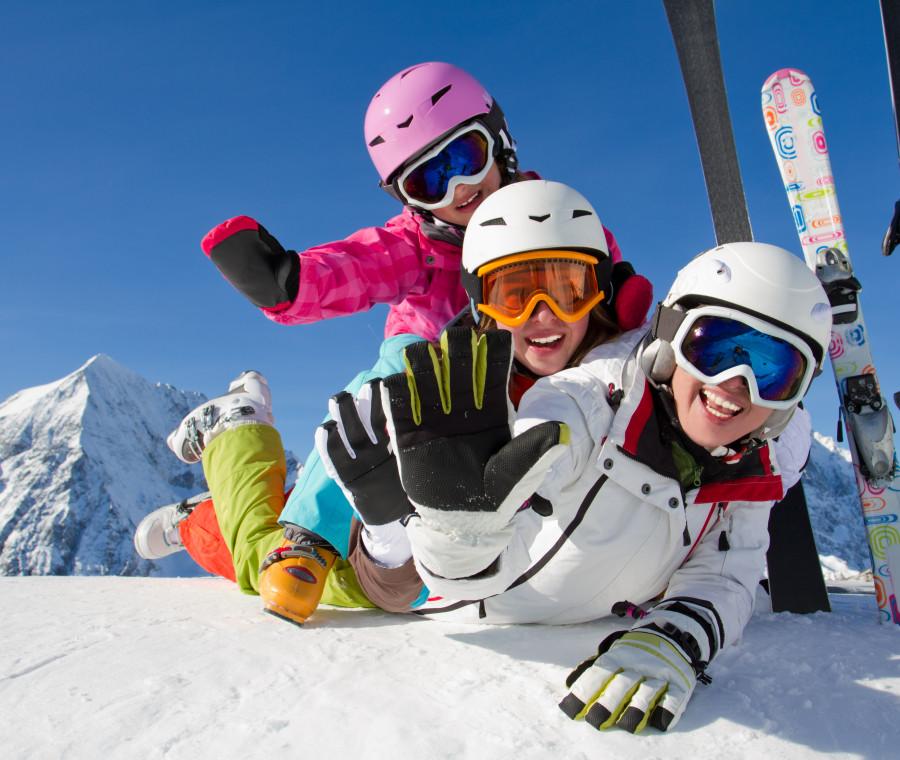 articoli-da-sci-per-bambini-tute-accessori-strumenti-indispensabili-per-una-vacanza-sulla-neve