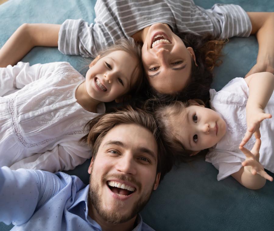 famiglia-con-due-figli