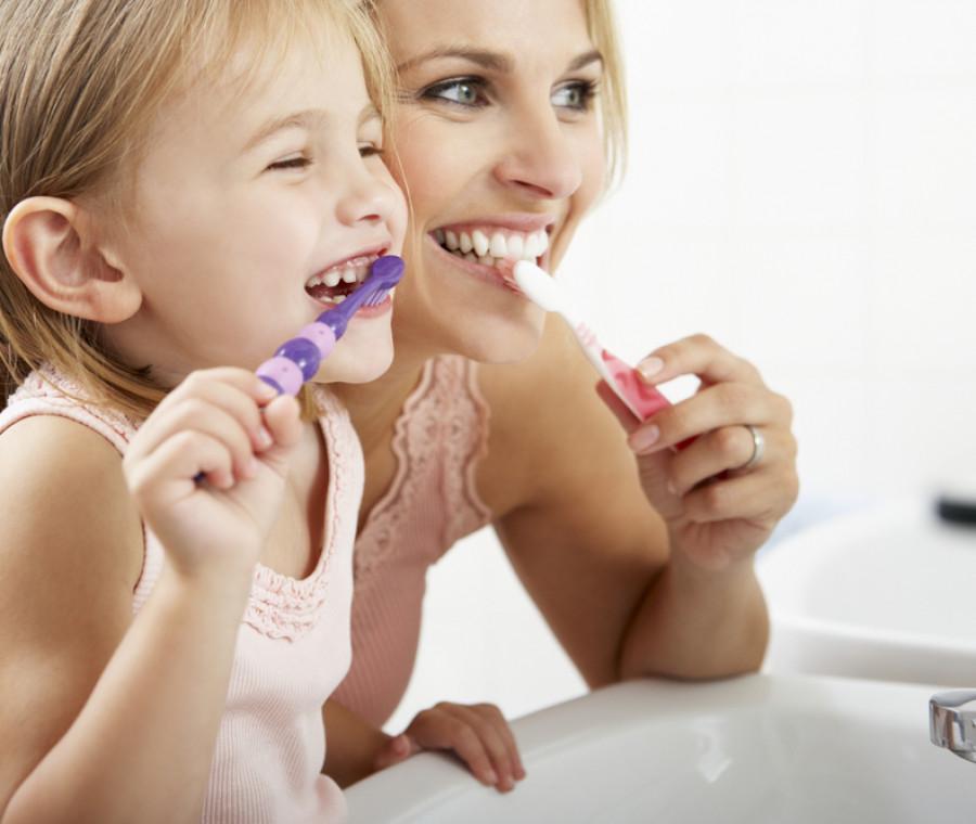 prodotti-per-igiene-dentale-di-mamme-e-bambini