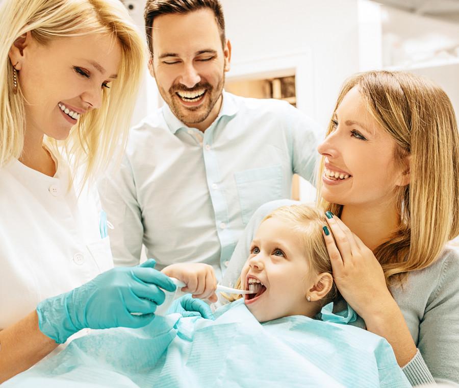 famiglia-dal-dentista
