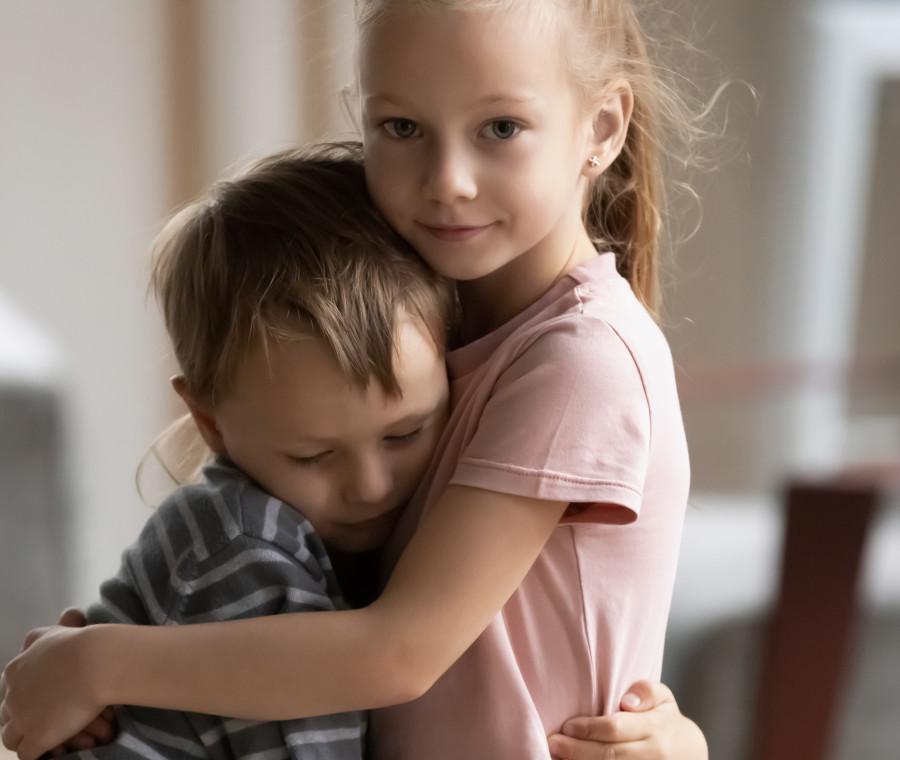fratello-e-sorella-problemi-benefici-e-gelosia