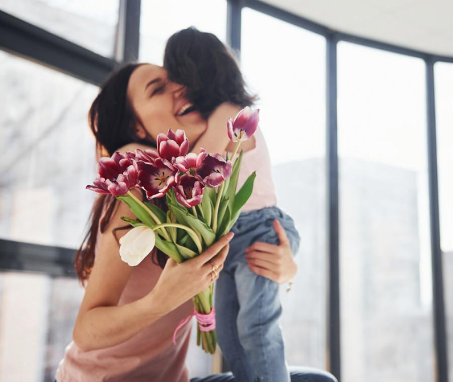 Festa della mamma: lavoretti, frasi, immagini e idee regalo