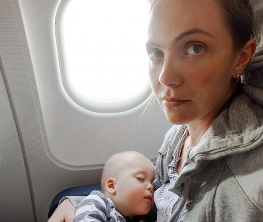 neonato-in-aereo