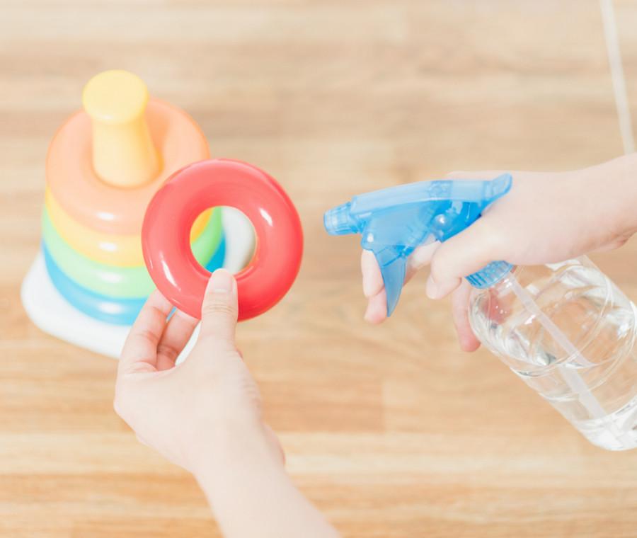 come-pulire-e-sterilizzare-giochi-neonato
