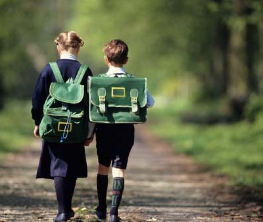 bambini-che-vanno-a-scuola