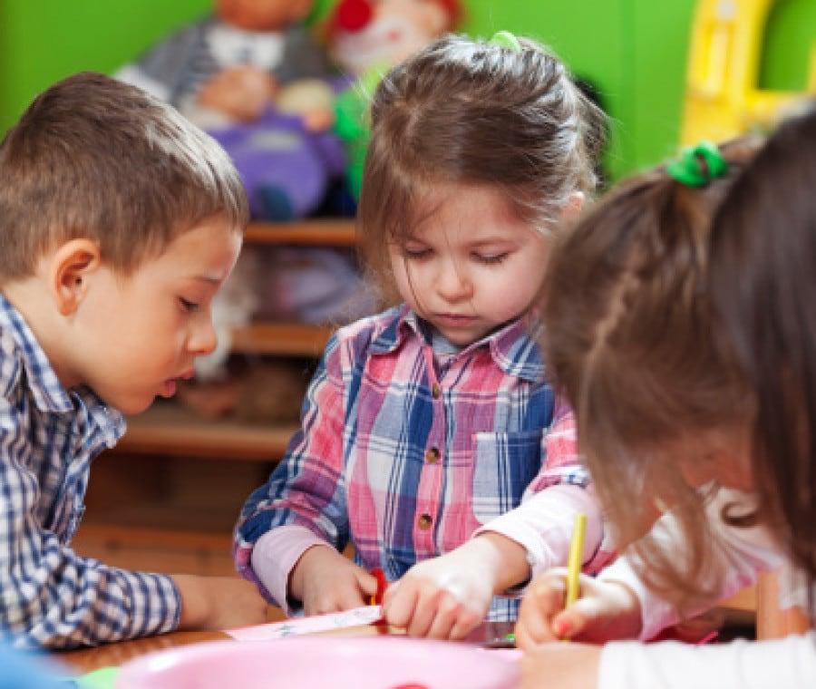 bambini-asilo-giochi