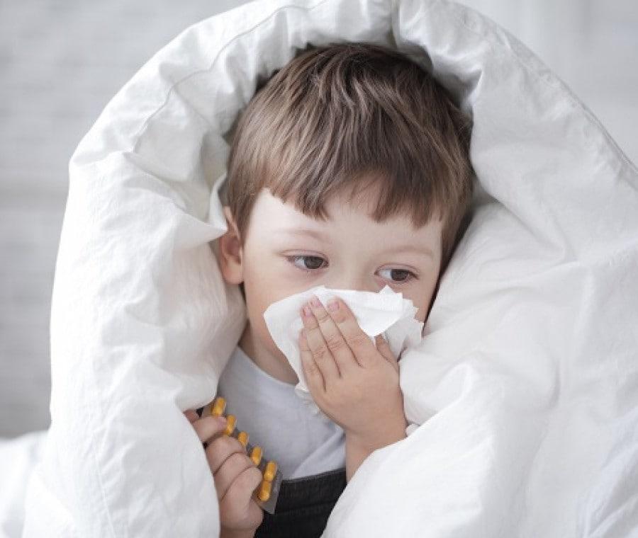 bambino-con-il-raffreddore