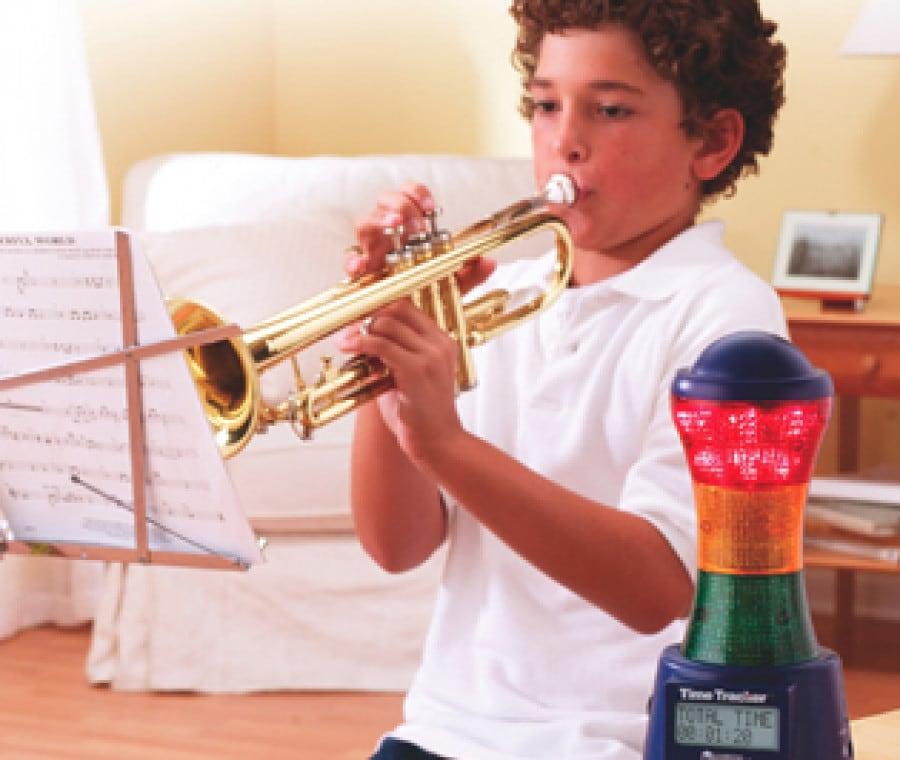 bambino-suona-la-tromba