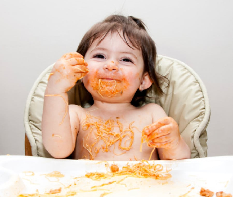 bambina-mangia-spaghetti