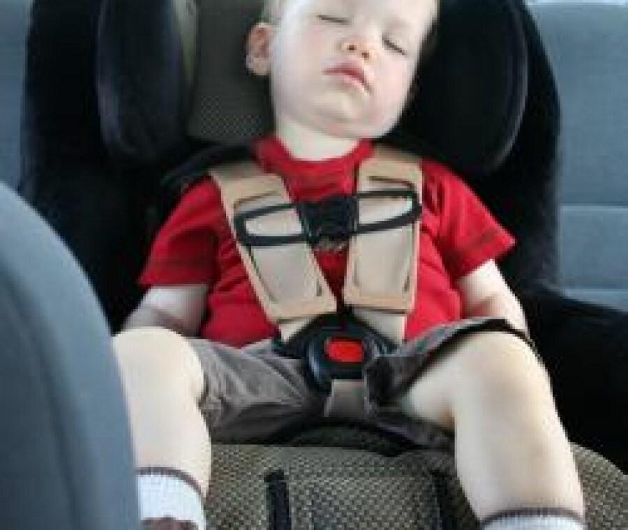 bambino-sul-seggiolino-auto