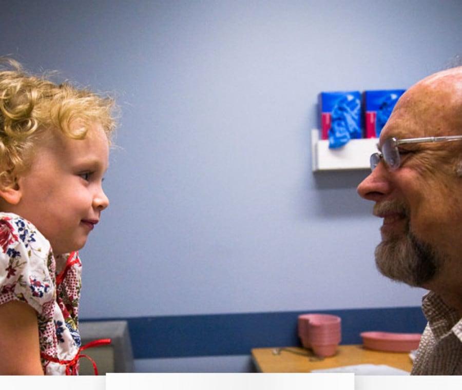 bambina-con-dottore