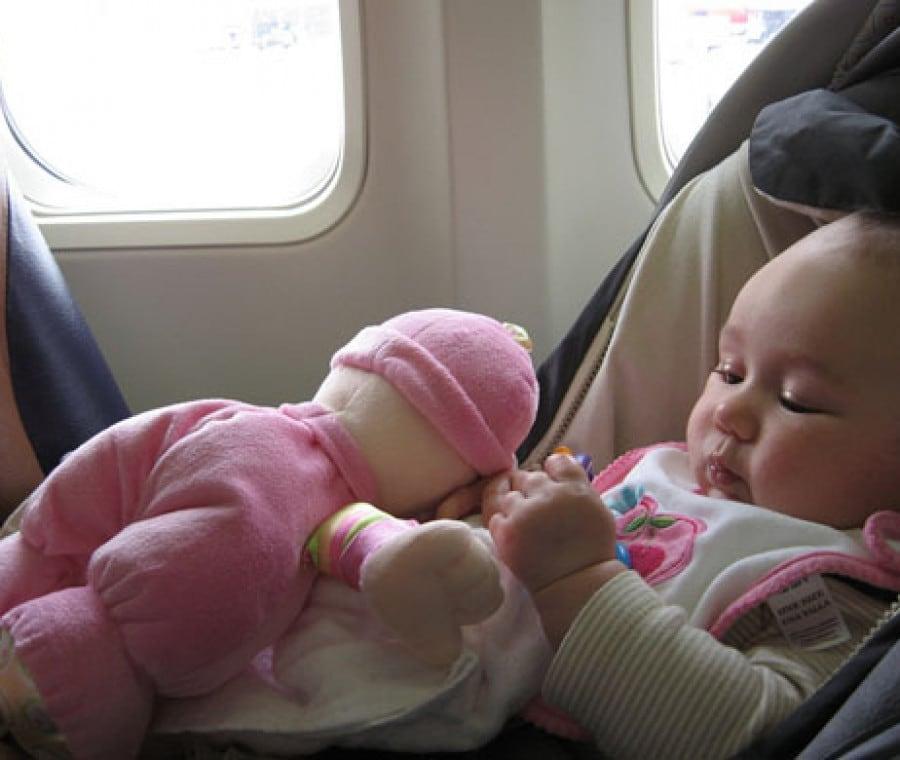 bimba-pupazzo-aereo