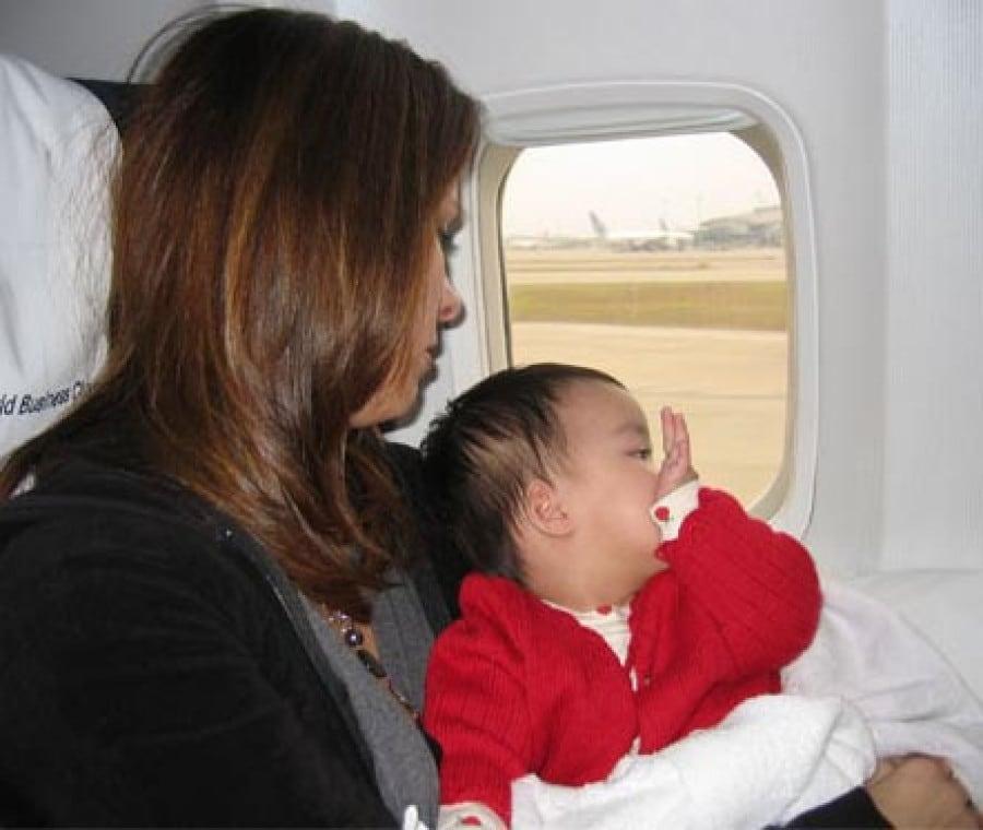 bimbo-mamma-aereo