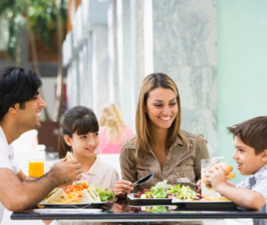 famiglia-al-ristorante