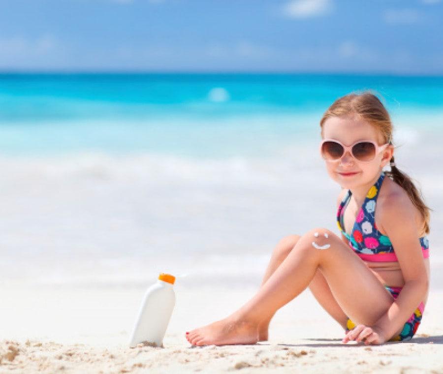 bambina-occhiali-da-sole