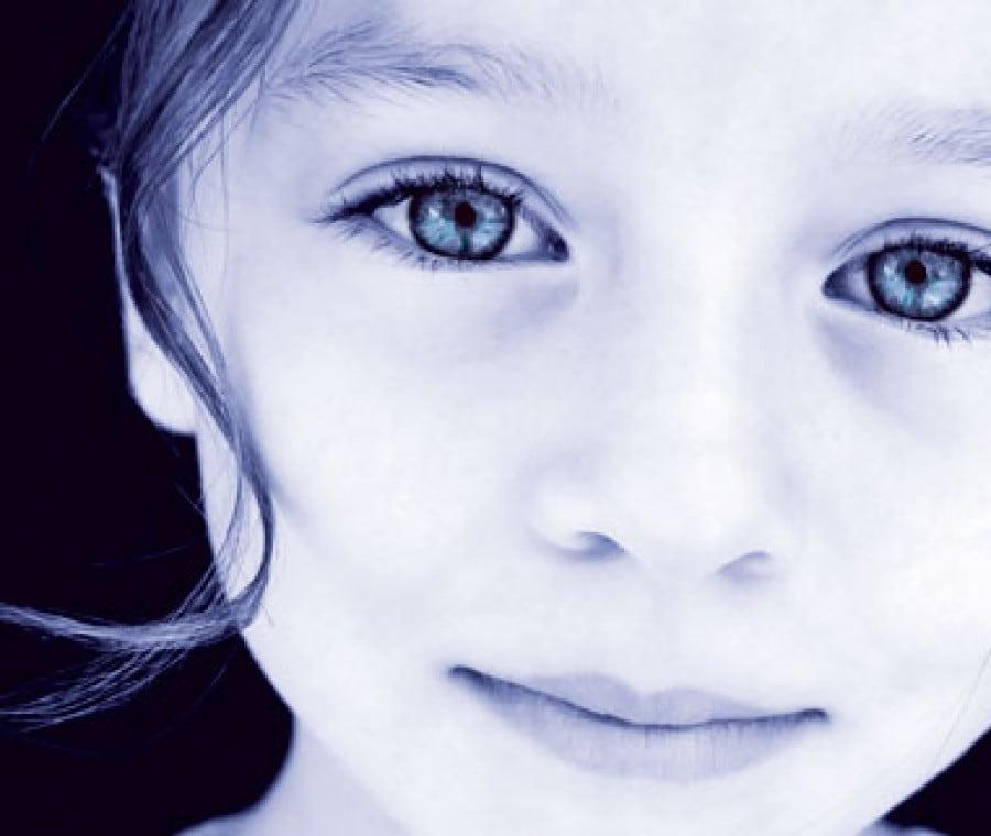 bambina-indaco