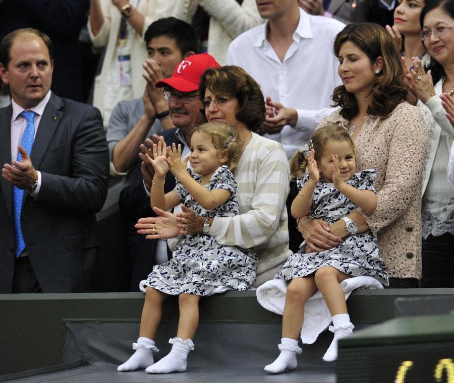 Le figlie di Federer che battono le mani