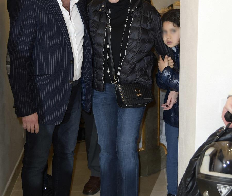 Antonella con la figlia e Carminati